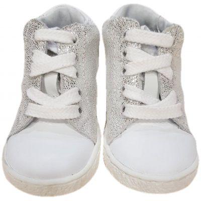 Ghete din piele naturala pentru fete, cu varful alb si laterale argintii, inchidere cu snur alb