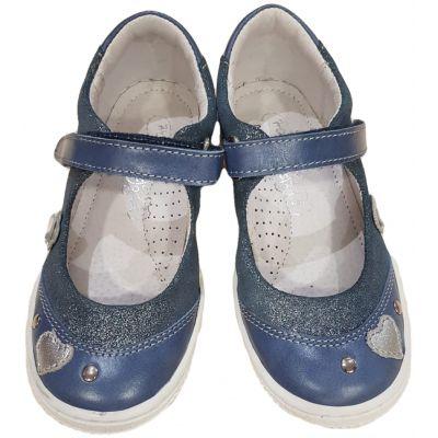 Pantofi din piele pentru fetițe, de culoare denim deschis cu flori și inimioare, închidere cu o clapetă