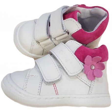Ghete pentru fetite, din piele naturala de culoare alb cu fucsia si floare pe lateral