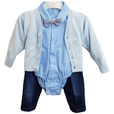 Compleu pentru bebe baieti, compus din patru piese, camasa body bleu cu buline, papion, pantalon si jacheta tricotata