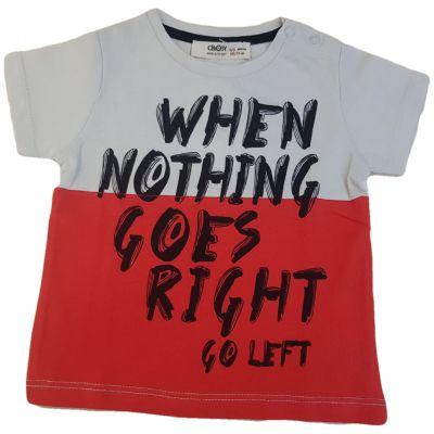 Tricou alb cu roșu și scris negru