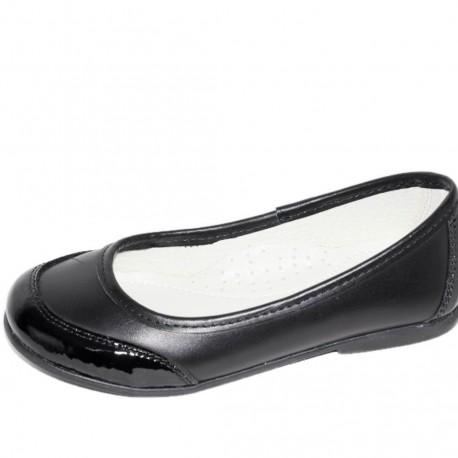 Pantofi din piele de culoare neagra